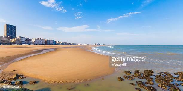 belgium, flanders, ostende, north sea seaside resort, panorama of beach - オステンド ストックフォトと画像