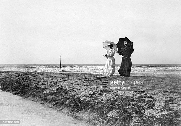 Belgium Flanders Ostende two women with parasol standing on the breakwater date unknown probably around 1904