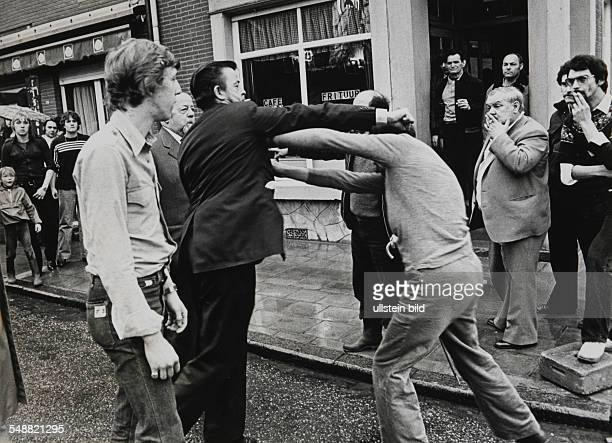 BEL Belgium Gravensvoeren Fight between Walloons and Flemings in front of a Fleming pub during a demonstration of the Walloons
