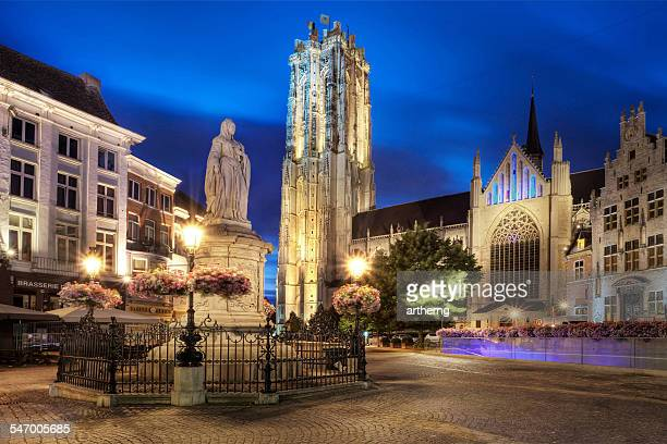 belgium, mechelen, st rumbold's cathedral and main market square - mechelen stock pictures, royalty-free photos & images