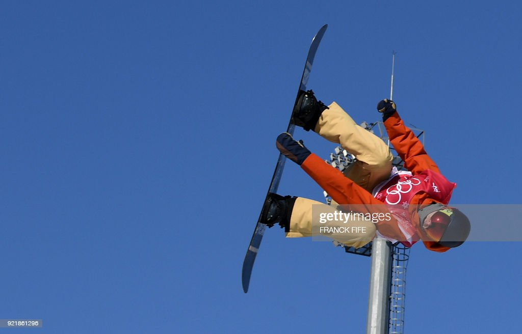 TOPSHOT - Belgium Seppe Smits competes during the qualification of the men's snowboard big air event at the Alpensia Ski Jumping Centre during the Pyeongchang 2018 Winter Olympic Games in Pyeongchang on February 21, 2018. /