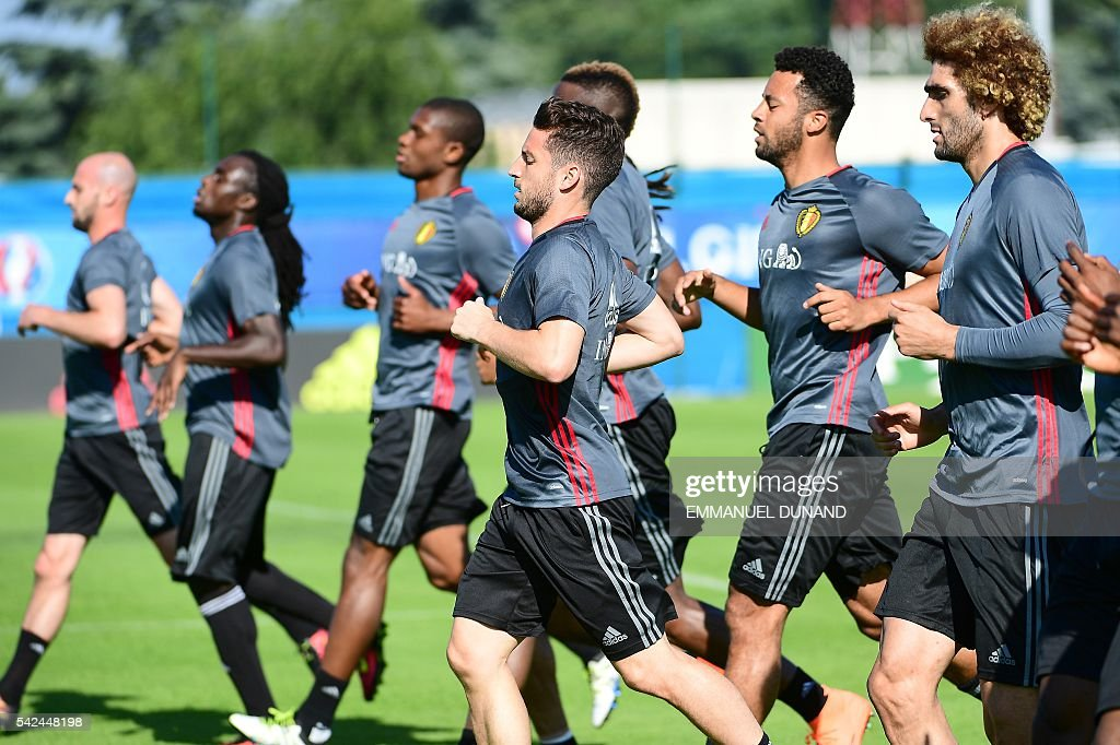 Belgium's alternate players take part in a training session during the Euro 2016 football tournament at Le Haillan, western France, on June 23, 2016. / AFP / EMMANUEL