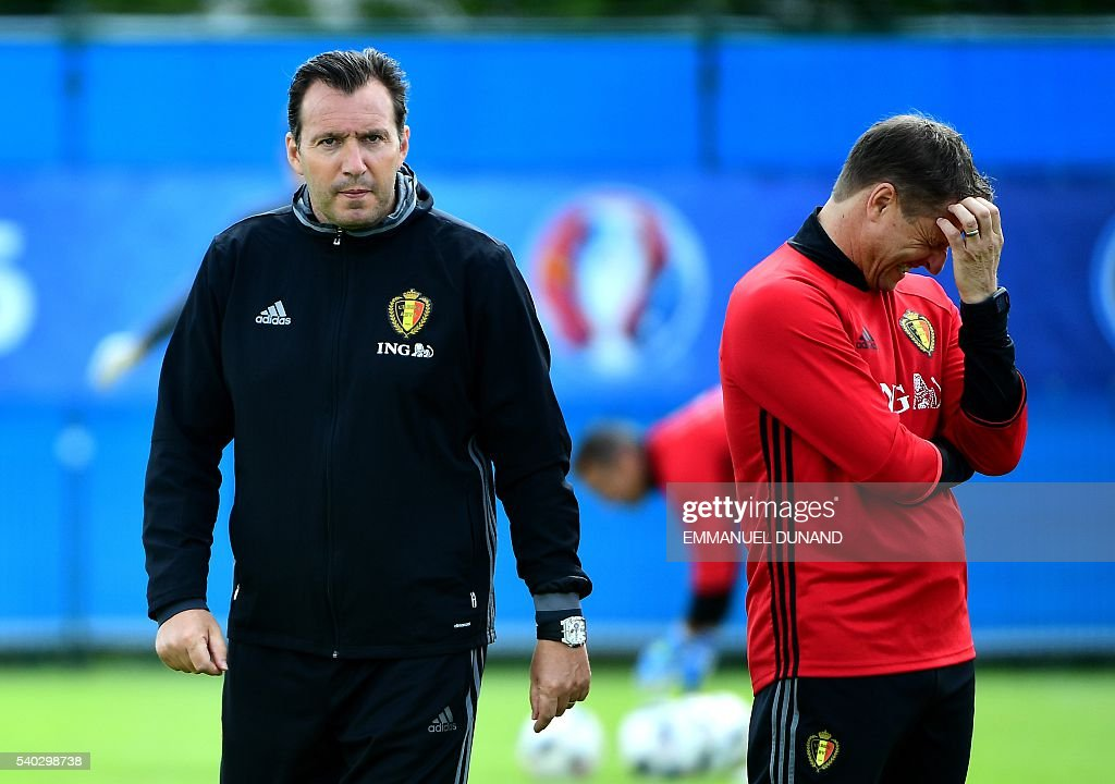 Belgium's coach Marc Wilmots (L) and assistant coach Vital Borkelmans take part in a training session in Le Haillan during the Euro 2016 football tournament, on June 15, 2016. / AFP / EMMANUEL