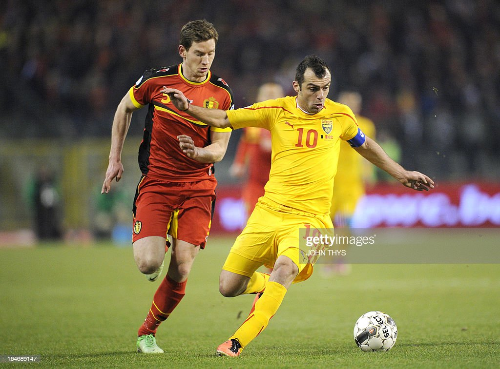 Belgium's defender Jan Vertonghen (L) vies with Macedonia's forward Goran Pandev during the 2014 World Cup Qualifying football match between Belgium and Macedonia at King Baudouin stadium in Brussels on March 26, 2013.