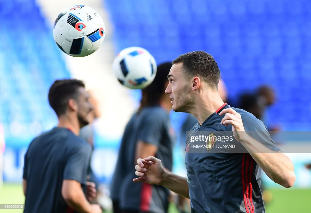 Belgium's defender Thomas Vermaelen takes part in a training session in Lyon, on June 12, 2016 on the eve of the Euro 2016 football match Belgium against Italy. / AFP / EMMANUEL