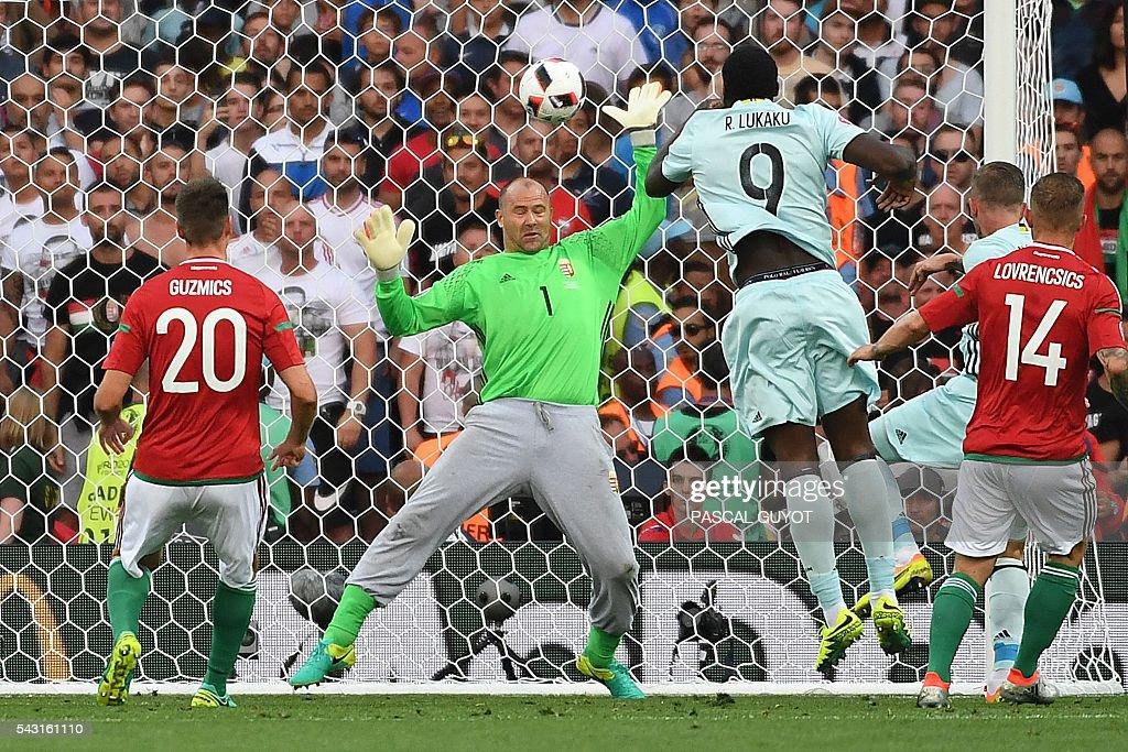 TOPSHOT-FBL-EURO-2016-MATCH42-HUN-BEL : News Photo
