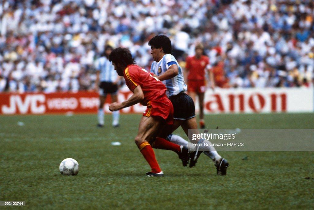 Soccer - World Cup Mexico 1986 - Semi Final - Argentina v Belgium - Azteca Stadium : News Photo