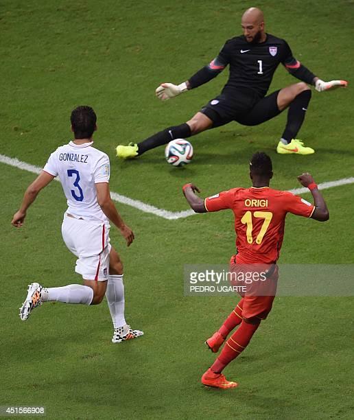 Belgium's forward Divock Origi , US defender Omar Gonzalez and US goalkeeper Tim Howard vie for the ball during a Round of 16 football match between...