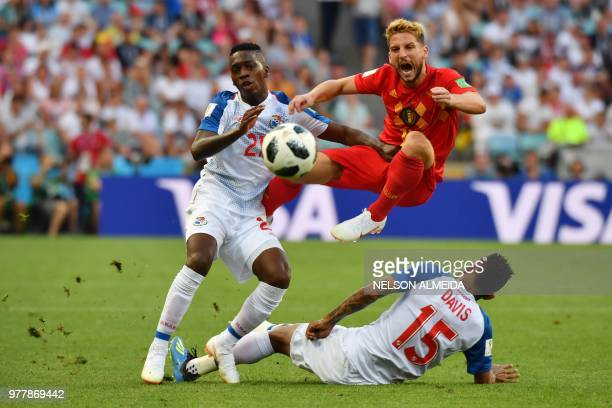 TOPSHOT Belgium's forward Dries Mertens reacts as he vies for the ball with Panama's midfielder Jose Luis Rodriguez and Panama's defender Erick Davis...