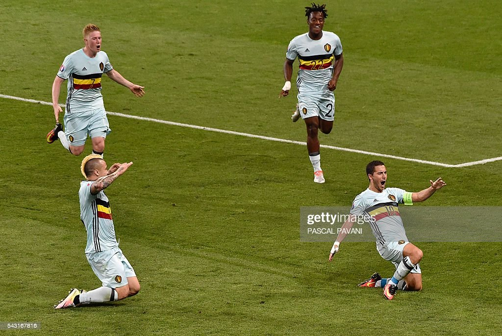Belgium's forward Eden Hazard (R) celebrates his goal with Belgium's midfielder Radja Nainggolan (L) Belgium's midfielder Kevin De Bruyne (L-top) and Belgium's forward Michy Batshuayi (top) during the Euro 2016 round of 16 football match between Hungary and Belgium at the Stadium Municipal in Toulouse on June 26, 2016. / AFP / Pascal PAVANI