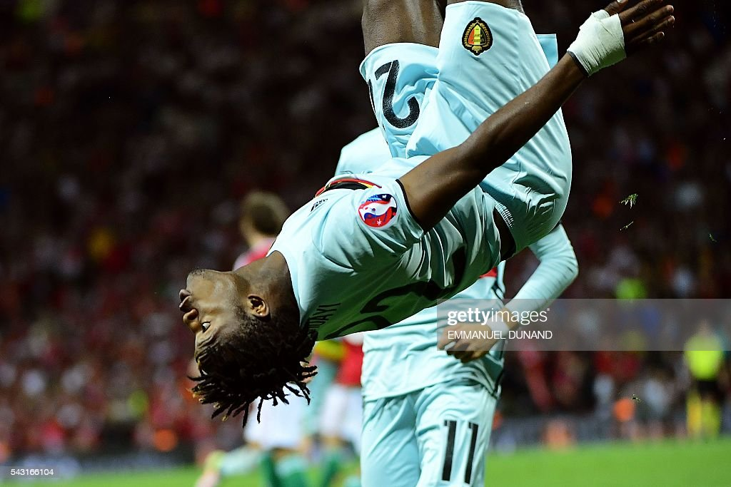 TOPSHOT - Belgium's forward Michy Batshuayi celebrates after scoring his team's second goal during the Euro 2016 round of 16 football match between Hungary and Belgium at the Stadium Municipal in Toulouse on June 26, 2016. / AFP / EMMANUEL