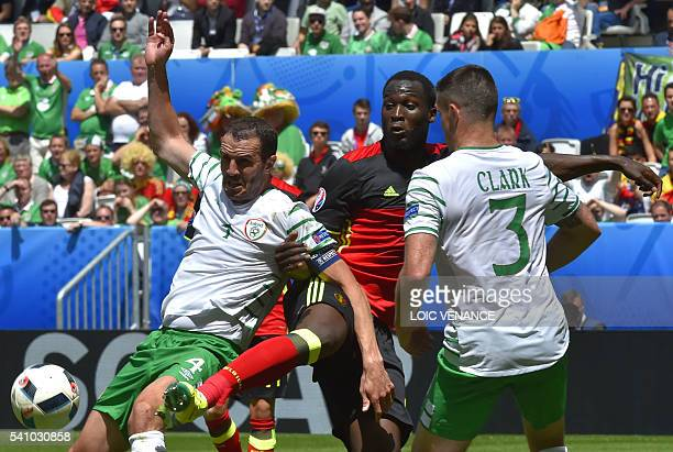 TOPSHOT Belgium's forward Romelu Lukaku challenges Ireland's defender John O'Shea and Ireland's defender Ciaran Clark during the Euro 2016 group E...