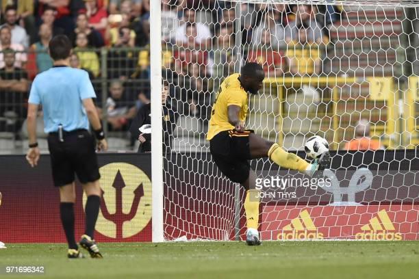 Belgium's forward Romelu Lukaku socres a goal during the international friendly football match between Belgium and Costa Rica at the King Baudouin...