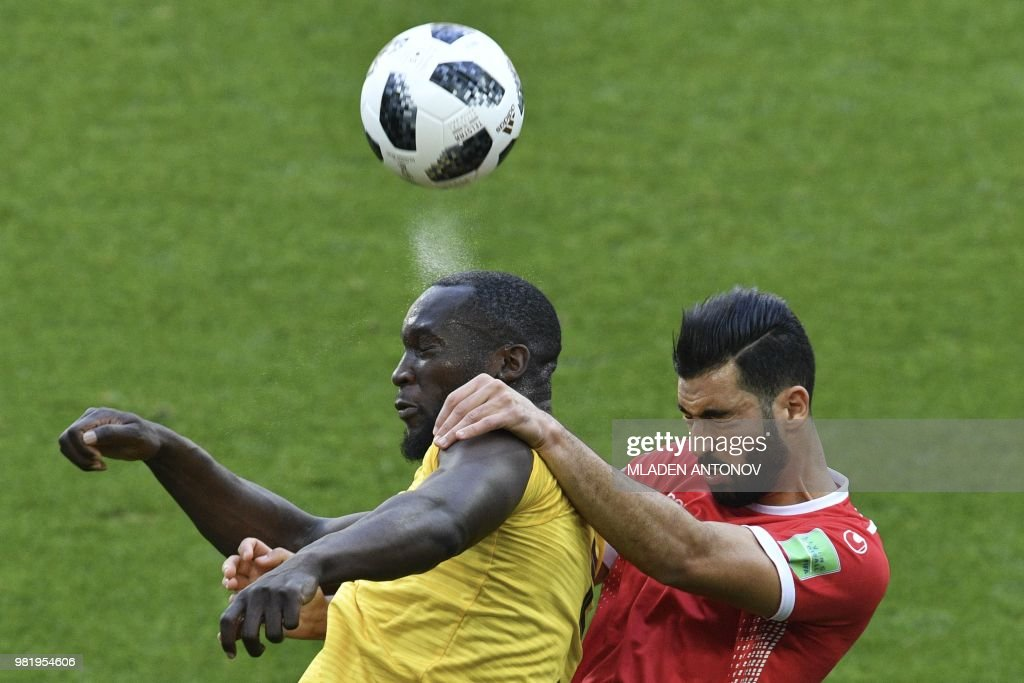TOPSHOT - Belgium's forward Romelu Lukaku (L) vies for the header with Tunisia's defender Yassin Meriah during the Russia 2018 World Cup Group G football match between Belgium and Tunisia at the Spartak Stadium in Moscow on June 23, 2018. (Photo by Mladen ANTONOV / AFP) / RESTRICTED