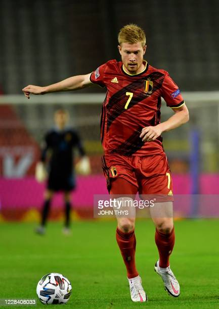 Belgium's midfielder Kevin De Bruyne controls the ball during the UEFA Nations League football match between Belgium and Iceland at the King Baudouin...