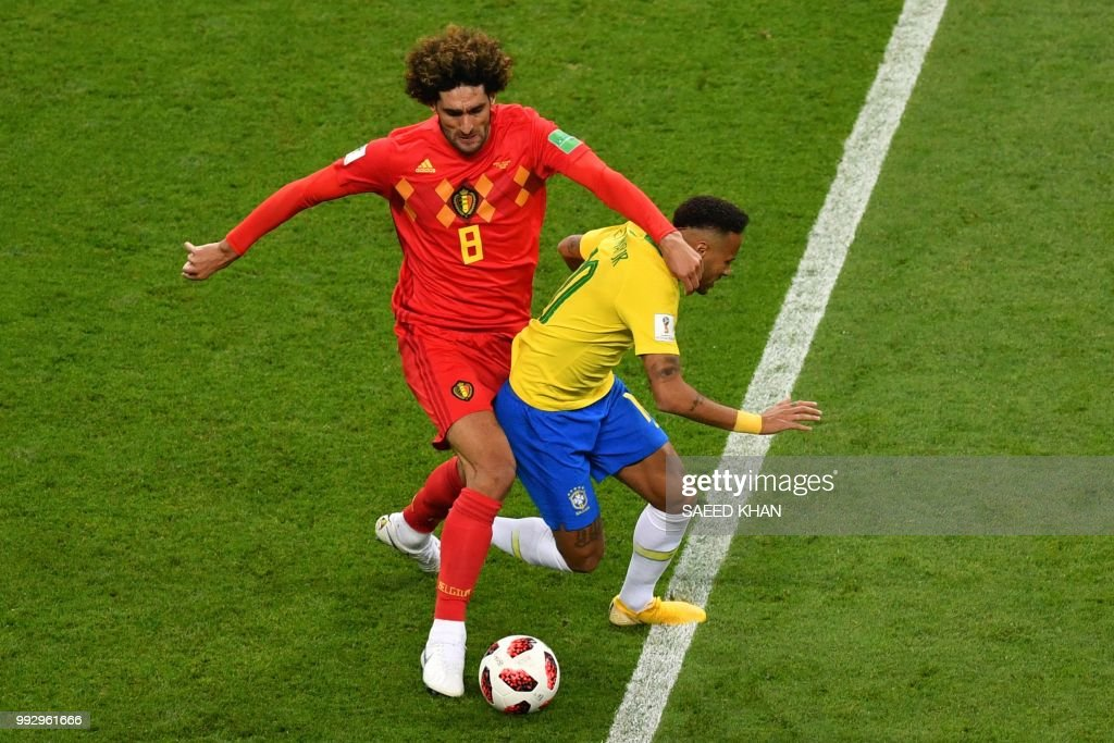 TOPSHOT - Belgium's midfielder Marouane Fellaini (L) fouls Brazil's forward Neymar during the Russia 2018 World Cup quarter-final football match between Brazil and Belgium at the Kazan Arena in Kazan on July 6, 2018. (Photo by SAEED KHAN / AFP) / RESTRICTED