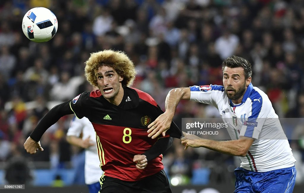 TOPSHOT - Belgium's midfielder Marouane Fellaini (L) vies for the ball against Italy's defender Andrea Barzagli during the Euro 2016 group E football match between Belgium and Italy at the Parc Olympique Lyonnais stadium in Lyon on June 13, 2016. / AFP PHOTO / jeff pachoud