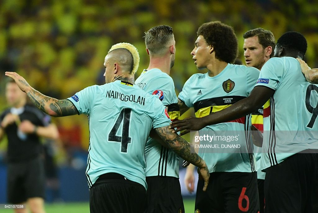 Belgium's players celebrate a goal during the Euro 2016 group E football match between Sweden and Belgium at the Allianz Riviera stadium in Nice on June 22, 2016. / AFP / EMMANUEL