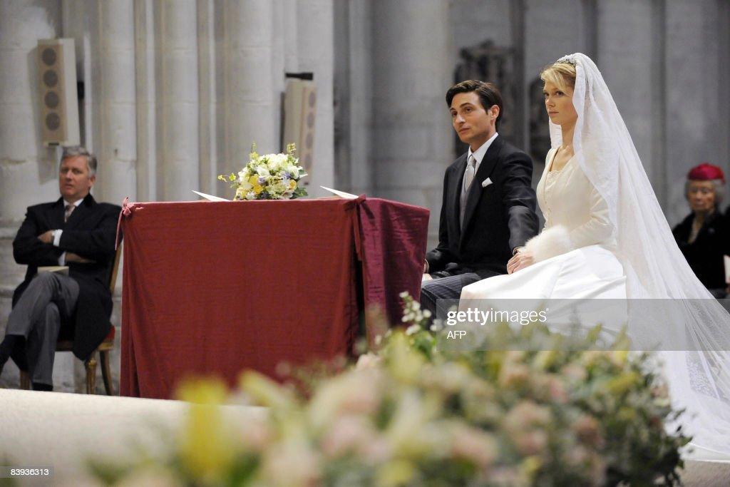 Belgium's Prince Philippe (rear L) looks : News Photo