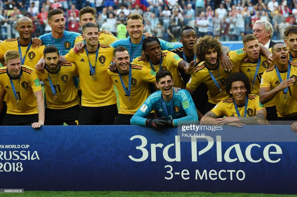 TOPSHOT - Belgium's team pose with their medals after winning their Russia 2018 World Cup play-off for third place football match between Belgium and England at the Saint Petersburg Stadium in Saint Petersburg on July 14, 2018. (Photo by PAUL ELLIS / AFP) / RESTRICTED