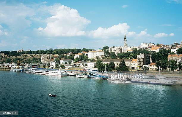 belgrade and danube river - servië stockfoto's en -beelden