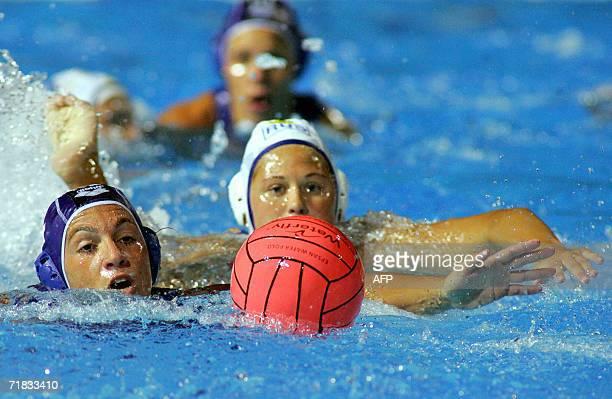 Italian Silvia Besurgi and Russian Ekaterina Tankeeva fight for the ball in Tusmajdan swimming pool of Belgrade 09 September 2006 during the final of...