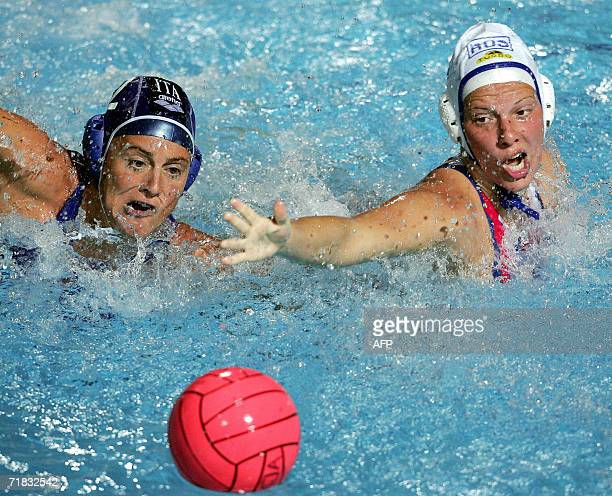 Russian Natalia Shepelina fights for the ball with Italian Martina Miceli in Tusmajdan swimming pool of Belgrade 09 September 2006 during the final...