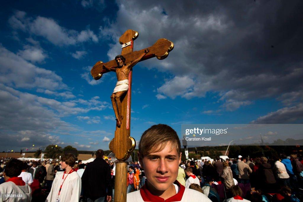 Pope Benedict XVI Visits Etzelsbach : Fotografía de noticias
