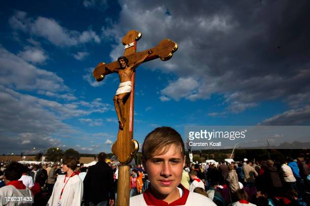 A believer attends an evening virgil leads by Pope Benedict XVI at Etzelsbach chapel on September 23 2011 in Steinbach near Goettingen Germany The...