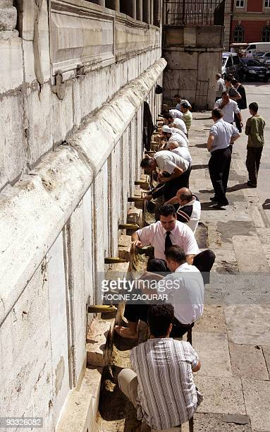 Believers wash themselves before the first Friday prayer of the Muslim holy month of Ramadan 14 September 2007, at the Eminenu Mosque in Istanbul....
