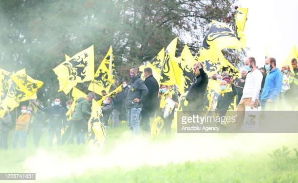 Belçika'da aÅırı saÄcı Vlaams Belang partisinin destekçileri, ülkenin birçok yerinden gelerek baÅkent Brüksel yakınındaki bir otoparkta...