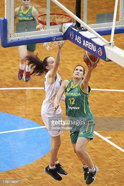 Belinda Snell of the Opals drives to the basket during the Women's FIBA Oceania Championship match between the Australian Opals and the New Zealand...