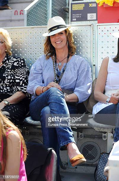 Belinda Washington watches a tennis match on day five of the Mutua Madrilena Madrid Open Tennis 2011 at La Caja Magica on May 4 2011 in Madrid Spain
