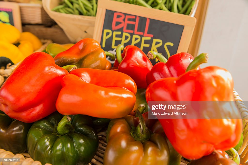 Bell peppers at farmers market : Foto stock