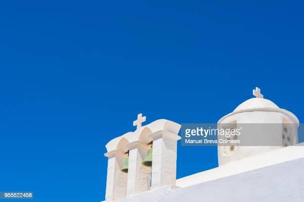 bell tower in oia, santorini - igreja ortodoxa grega - fotografias e filmes do acervo