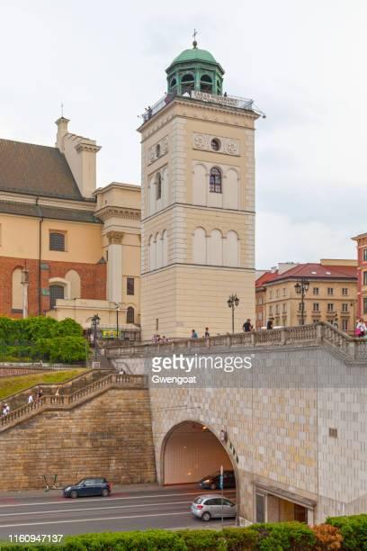 campanario de la iglesia de santa ana en varsovia - gwengoat fotografías e imágenes de stock