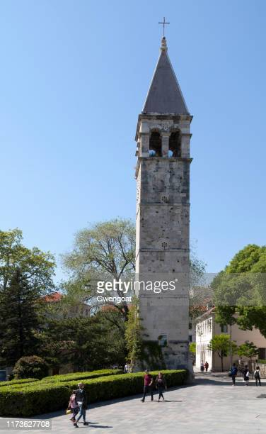 klokkentoren van de kapel van de heilige arnir in split - gwengoat stockfoto's en -beelden