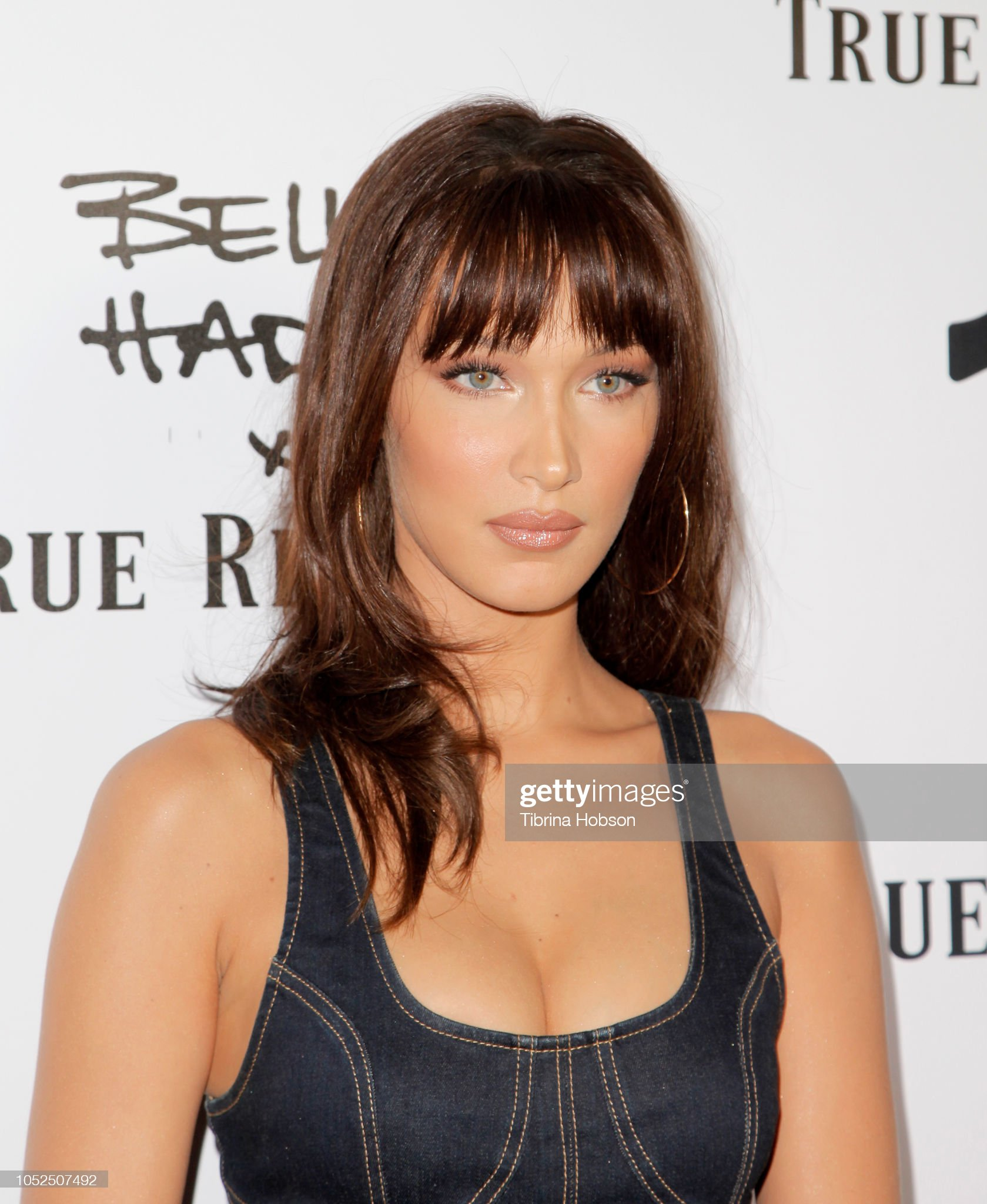 ¿Cuánto mide Bella Hadid? - Altura - Real height Bella-hadid-attends-the-bella-hadid-x-true-religion-event-at-poppy-on-picture-id1052507492?s=2048x2048