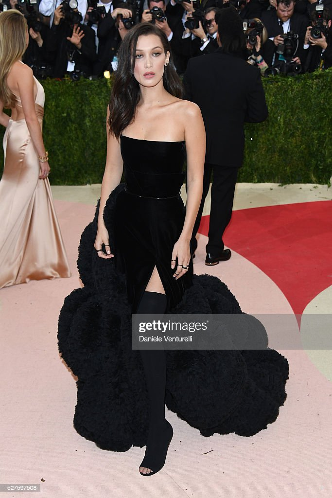 """Manus x Machina: Fashion In An Age Of Technology"" Costume Institute Gala - Arrivals : News Photo"