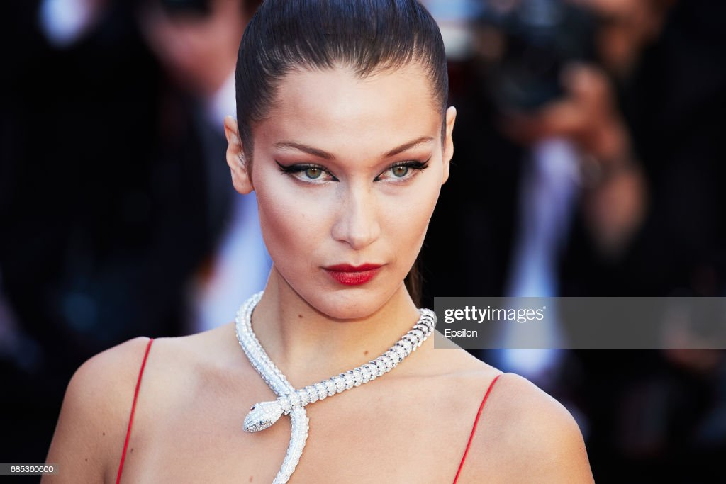 """Okja"" Red Carpet Arrivals - The 70th Annual Cannes Film Festival : Fotografía de noticias"