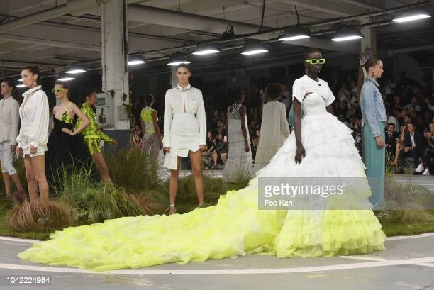 Bella Hadid Kendall Jenner and models walk the runway during the Off White show as part of Paris Fashion Week Womenswear Spring/Summer 2019 on...
