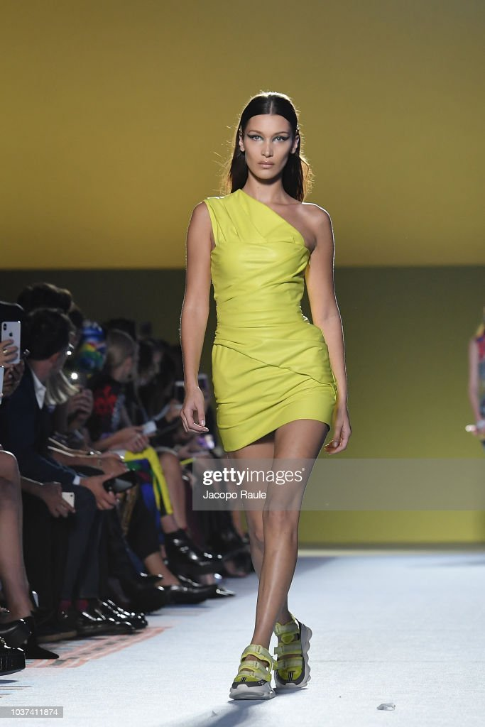 bella-hadid-walks-the-runway-at-the-versace-show-during-milan-fashion-picture-id1037411874