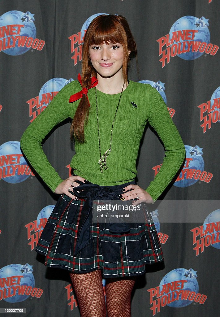 Bella Thorne Visits Planet Hollywood Times Square - December 17, 2011 : News Photo