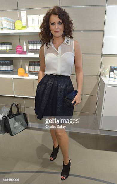 Bellamy Young attends the Murad LA Flagship Store Grand Opening on November 5, 2014 in Los Angeles, California.