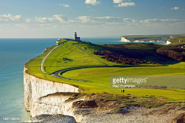 belle tout lighthouse - inghilterra foto e immagini stock