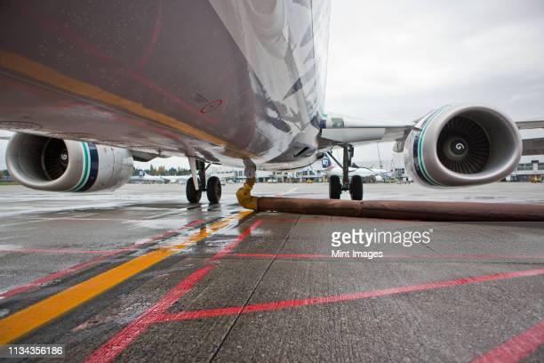 belly of a jet aircraft - abastecer imagens e fotografias de stock