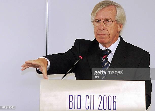 El Ministro uruguayo de Economia y Finanzas Danilo Astori discursa en el marco de la 47 Asamblea General de Gobernadores del Banco Interamericano de...