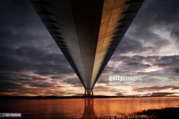 below the humber bridge - western europe stock pictures, royalty-free photos & images