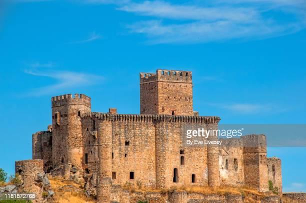 belvis de monroy castle - castelo imagens e fotografias de stock