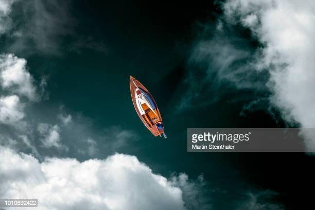bemanntes segelboot - luftaufnahme mit wolken - sail stock pictures, royalty-free photos & images
